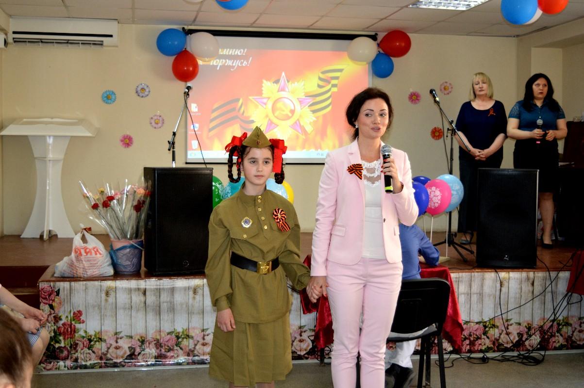 Воспитанники вокальной студии «Орфей» поздравили с Днём Победы ветеранов