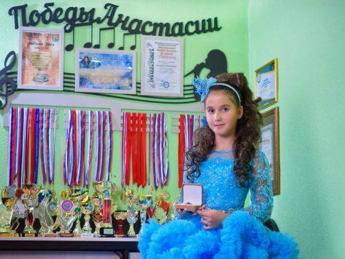 Школьница Анастасия Петренко вновь завоевала престижные награды вокальных конкурсов