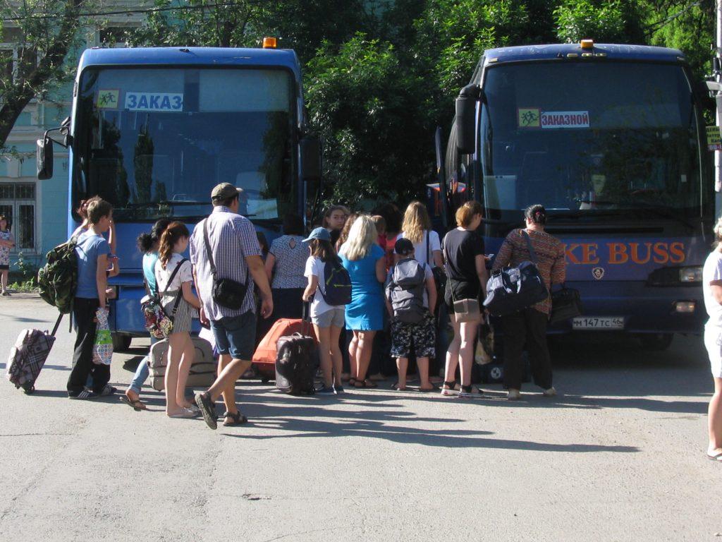 Первая смена началась – отдыхать на побережье Азовского моря отправилась первая группа новочеркасских школьников