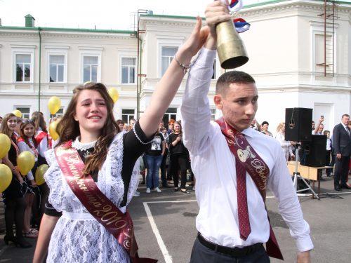 В Новочеркасских школах прозвучали последние звонки