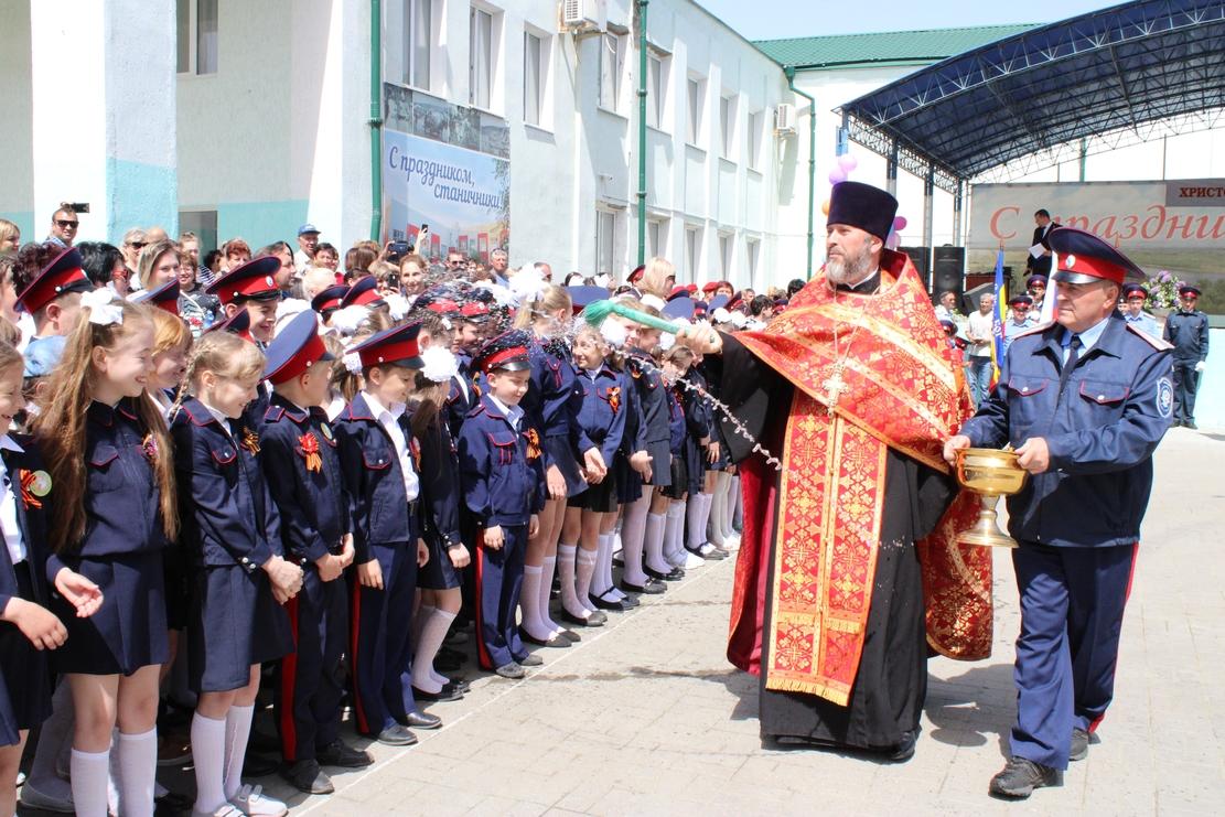 Более 350 школьников Дона приняты в юные казачата