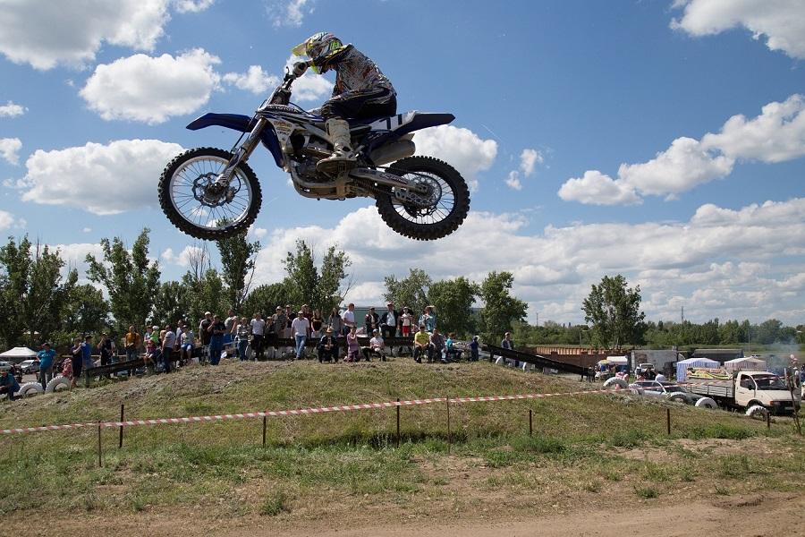Новочеркасцы заняли первые места в чемпионате по мотокроссу