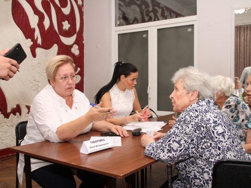 Информационная группа Администрации Новочеркасска провела встречу с жителями микрорайона Октябрьского
