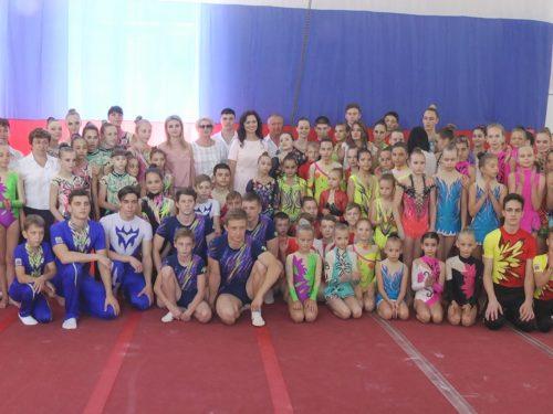 В Новочеркасске прошли итоговые соревнования по спортивной акробатике