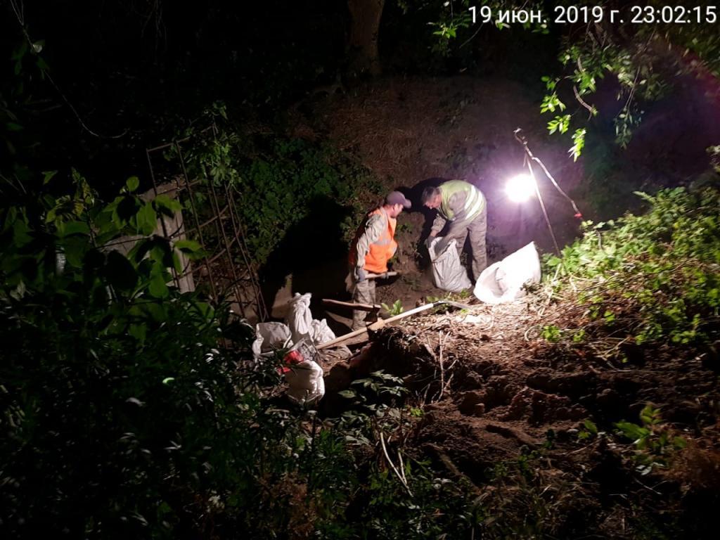 Ночные работы по очистке ливневой канализаии Новочеркасска демонстрируют высокую эффективность и производительность