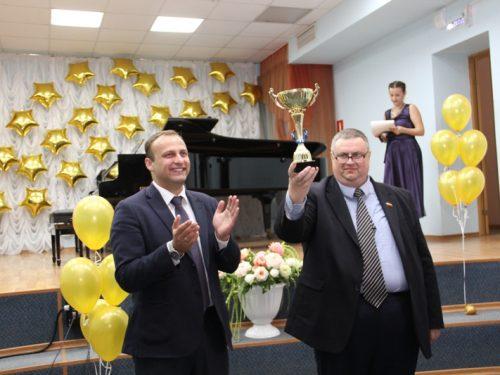Переходящий кубок за лучший социальный проект вручили Центру социального обслуживания населения Новочеркасска
