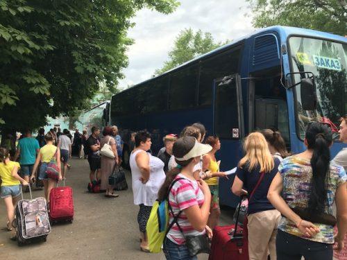 На Черноморское побережье уехали 90 новочеркасских мальчишек и девчонок