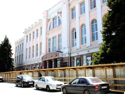 В Донском театре драмы и комедии начат ремонт.