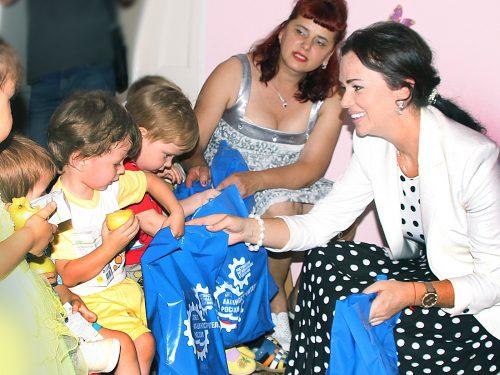 Подарки воспитанникам Дома малютки от «Союзмаша России» вручила Лидия Новосельцева