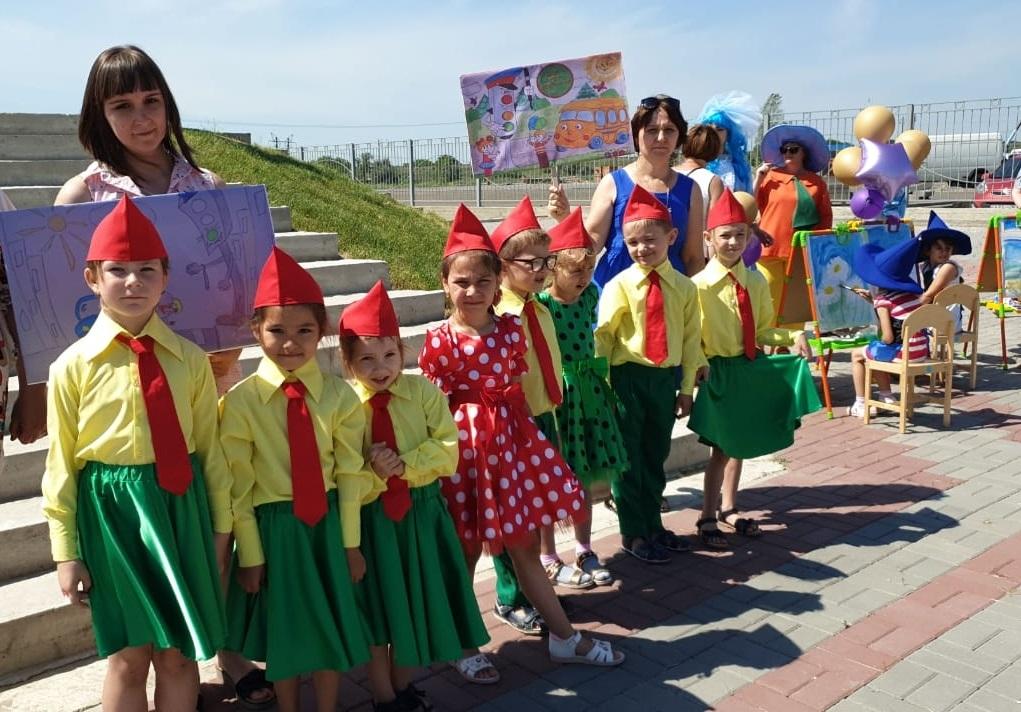 «Зелёный – цвет жизни» – дети из Батайска стали участниками акции по безопасности дорожного движения