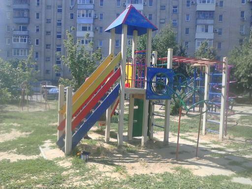 Активисты Партии «Единая Россия» провели мониторинг детских площадок города