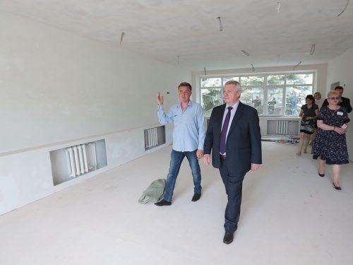 Губернатор направил свыше 10 млн рублей для объектов социальной сферы