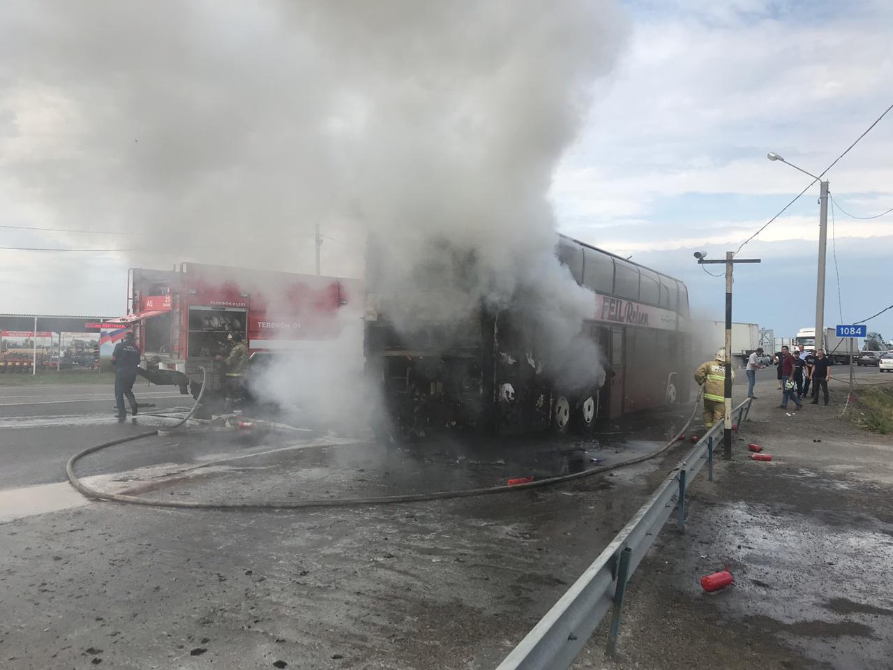 На Дону загорелся автобус, на борту которого находилось свыше 70 детей