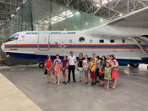 В Таганроге десятки детей прошли с экскурсией по авиастроительному предприятию