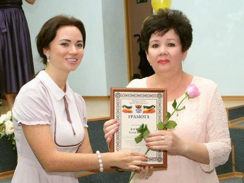 Десятки Новочеркасских соцработников получили поздравления в свой профессиональный праздник