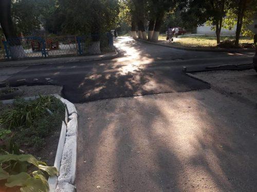 Заасфальтирован участок дороги к детсаду № 32 и лицею № 7 в Новочеркасске