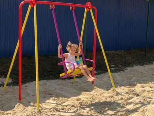 У дома детей-сирот новая детская площадка