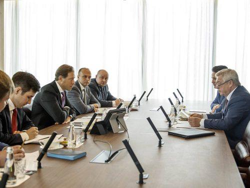 Василий Голубев и Денис Мантуров обсудили вопросы промышленного развития