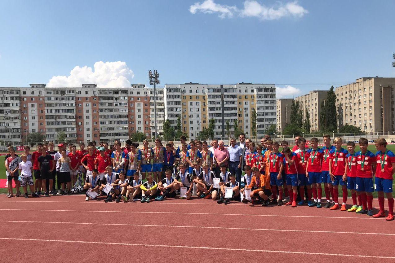 Финал традиционных соревнований по футболу «Кожаный мяч» состоялся в Азове