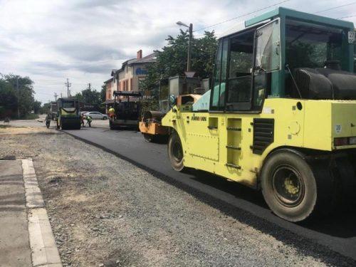 Дороги Новочеркасска ремонтируются карточным методом — укладываются большие участки нового асфальта