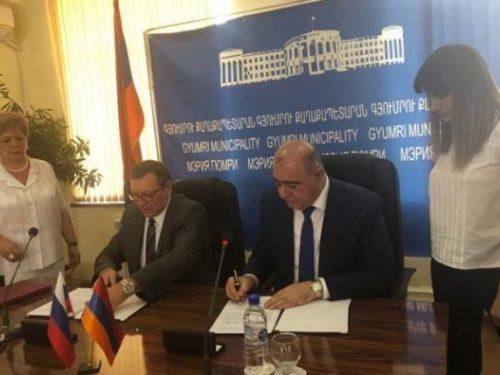 Глава администрации Новочеркасска Игорь Зюзин в ходе визита в Армению подписал соглашение с городом Гюмри