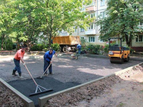 Выполнена почти половина запланированного по благоустройству дворовых территорий Новочеркасска