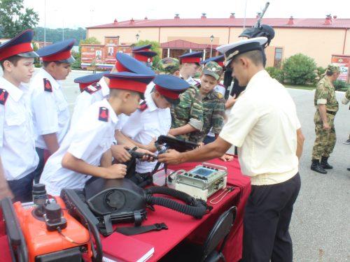 Новочеркасские кадеты провели каникулы с Росгвардией