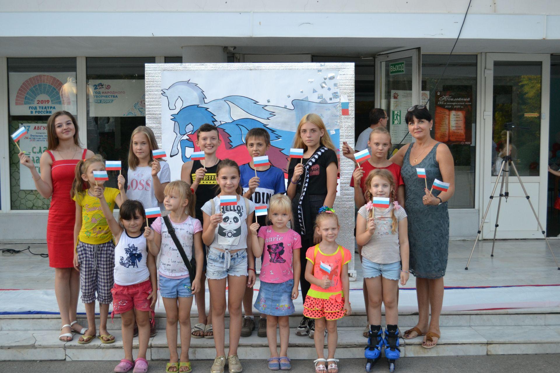 День Российского флага отпраздновали в микрорайоне Донском
