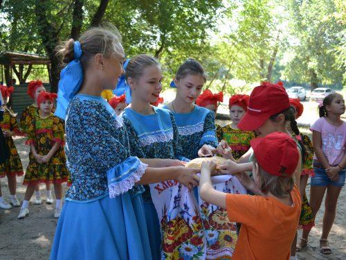 Профсоюз Новочеркасской ГРЭС, депутаты  и ДК Донской помогли проститься с летом