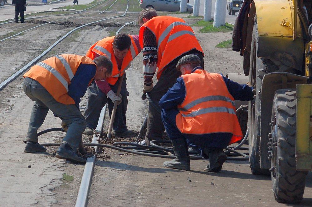 В Новочеркасске начался капитальный ремонт участков трамвайных путей