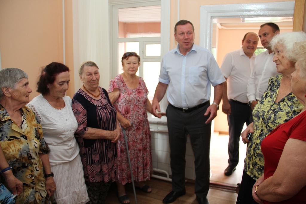 Глава администрации Новочеркасска встретился со слушателями Университета третьего возраста