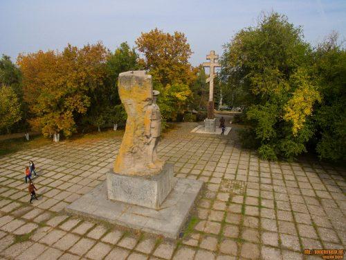 Опасения жителей о переносе памятников Подтелкову и Кривошлыкову с Троицкой площади напрасны