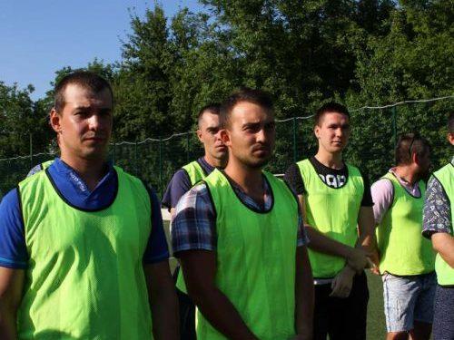 Ветераны и руководители «Роствертола» сыграли в футбол