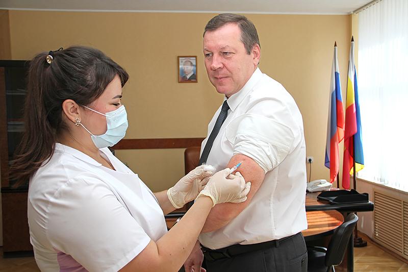 Глава администрации Новочеркасска Игорь Зюзин призвал горожан сделать прививки против гриппа