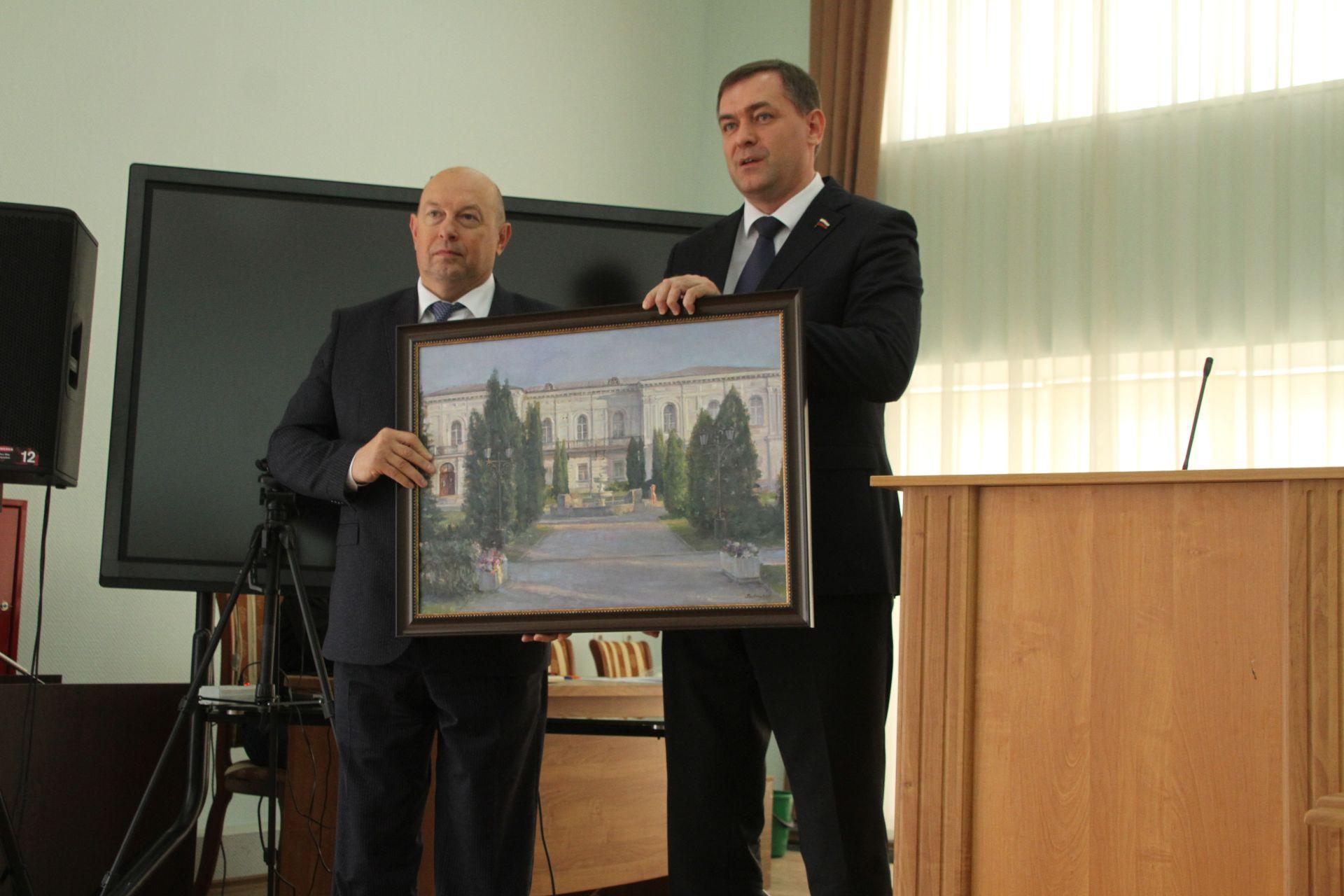 На 60-м заседании городской думы поздравили парламентария Госдумы с 60-летием
