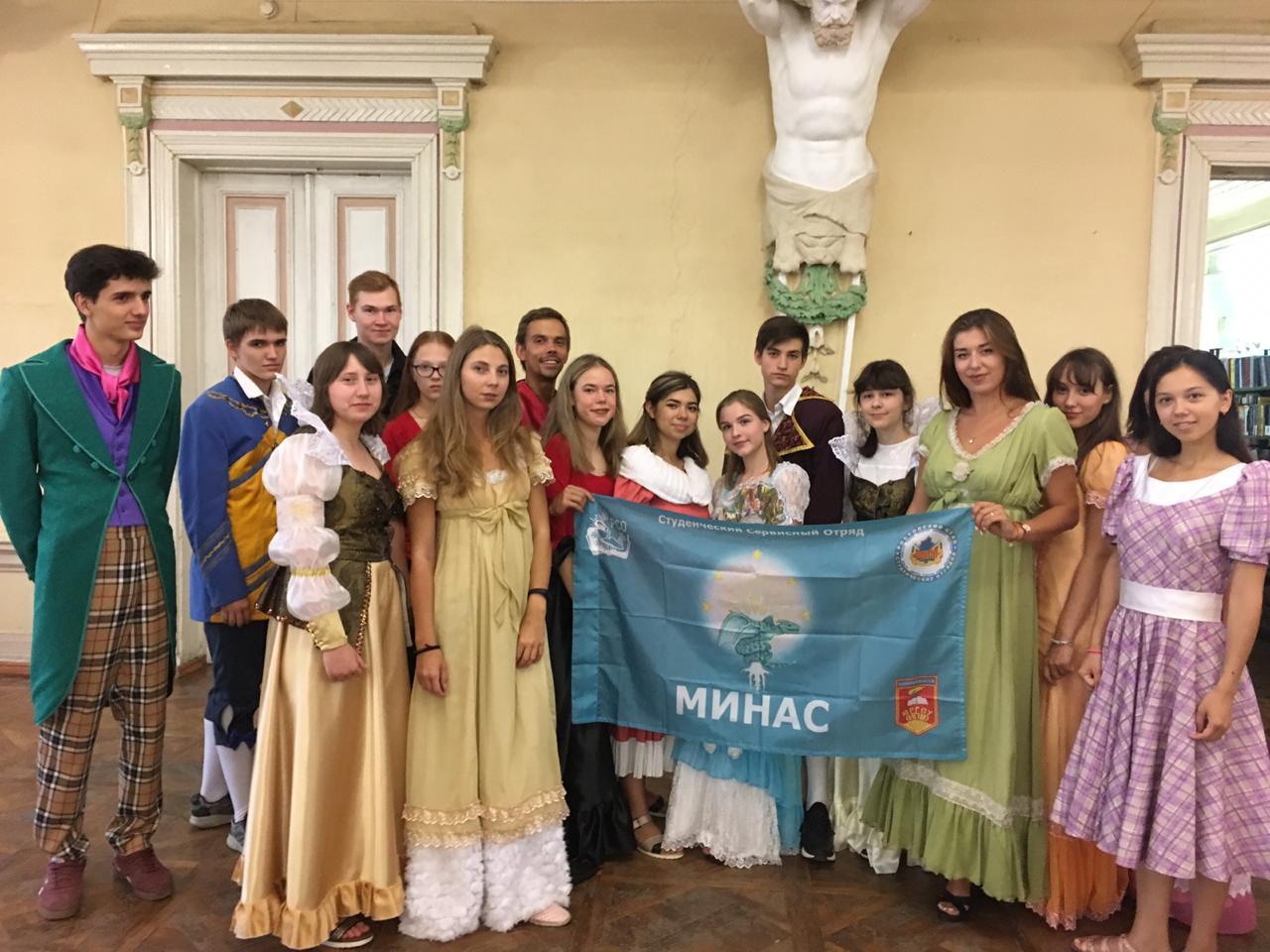 Новочеркасские политехники побывали на открытии театрального сезона