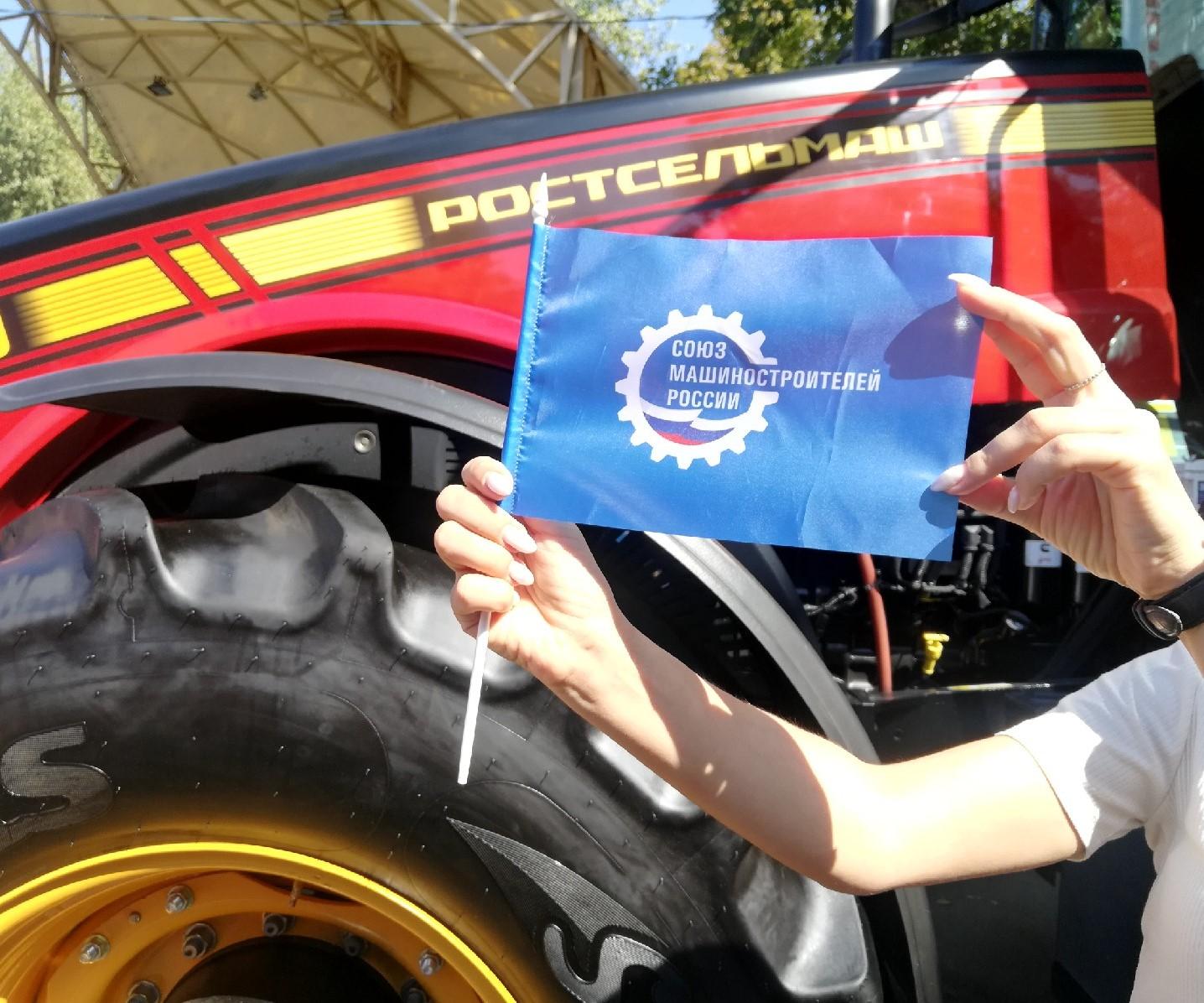 """Выставка сельхозтехники и самый большой каравай: """"Ростсельмаш"""" поздравил ростовчан с Днём города"""