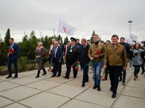 «Линейка памяти» на «Самбекских высотах»: молодёжь пришла к Вечному огню