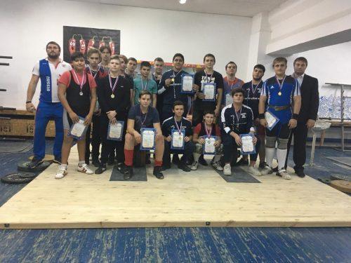 Более 50 тяжелоатлетов приняли участие в Открытом Турнире памяти А.Н.Немцева