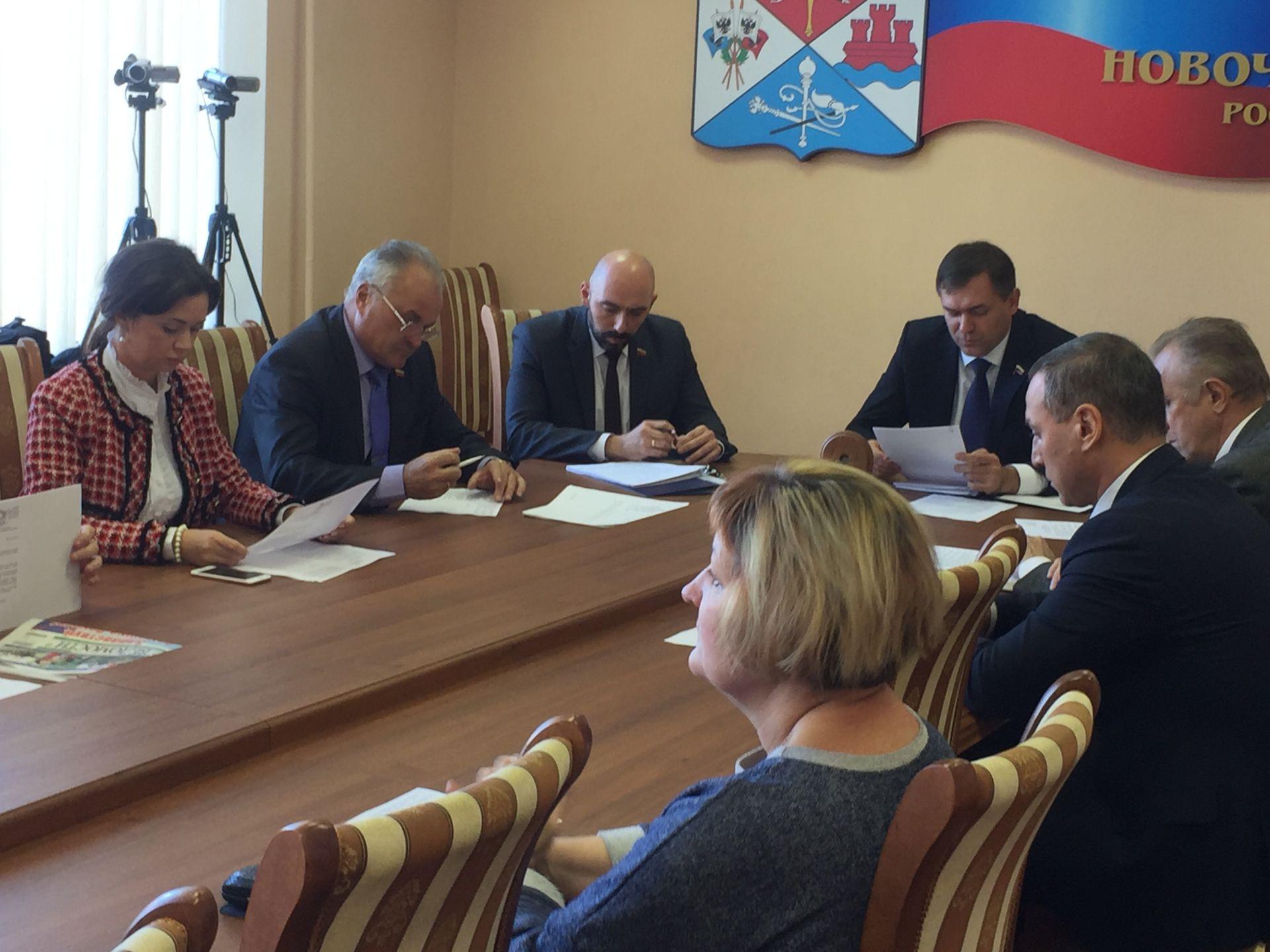 Новочеркасский парламент и администрация обсудили вопрос сдачи в эксплуатацию жилья для детей-сирот