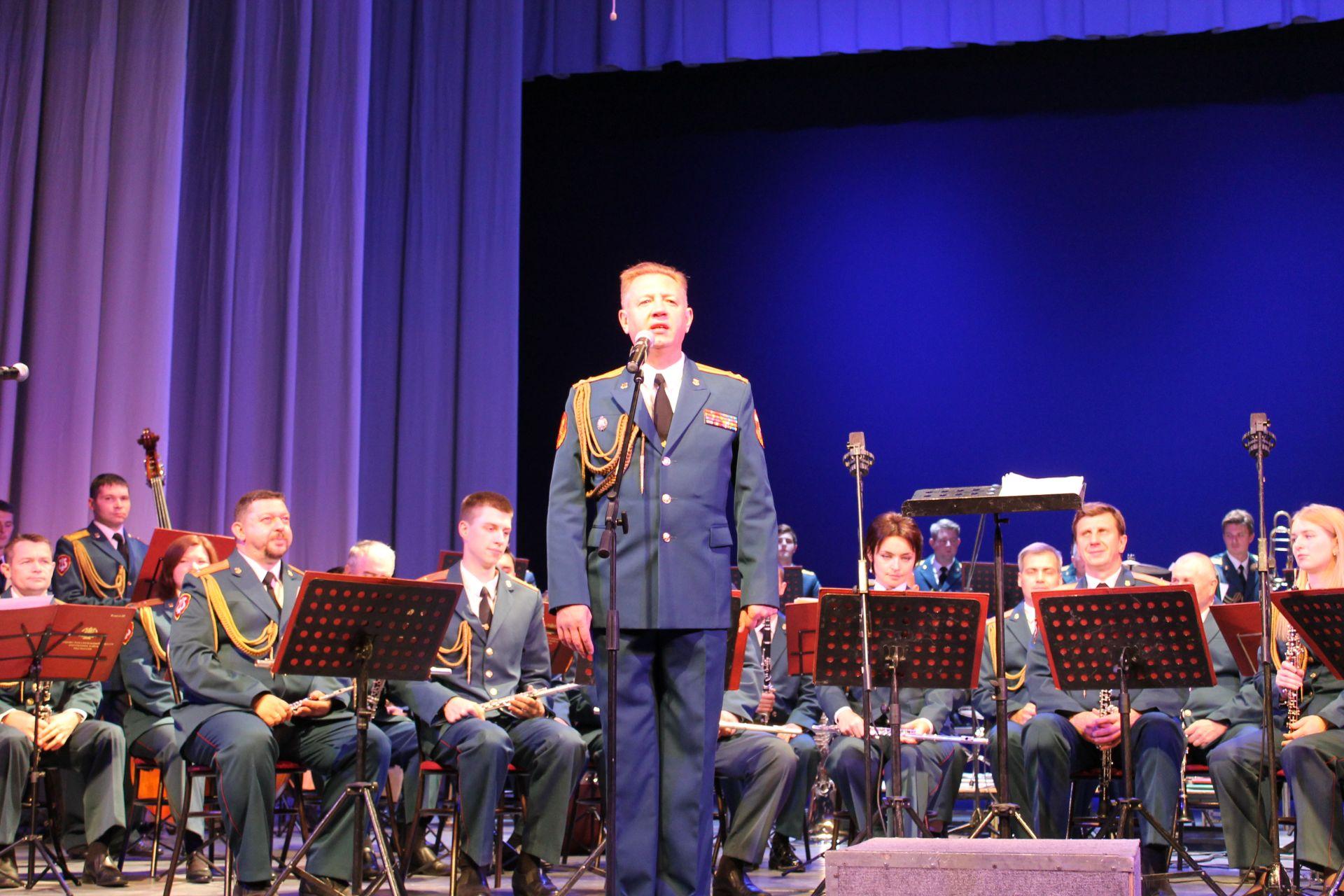 Образцово-показательный симфонический оркестр войск национальной гвардии РФ дал бесплатный концерт для новочеркасцев