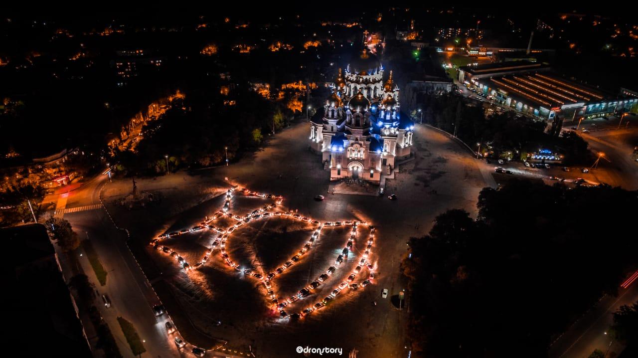 5 октября на Соборной площади Новочеркасска прошёл автофлешмоб, посвященный Дню учителя