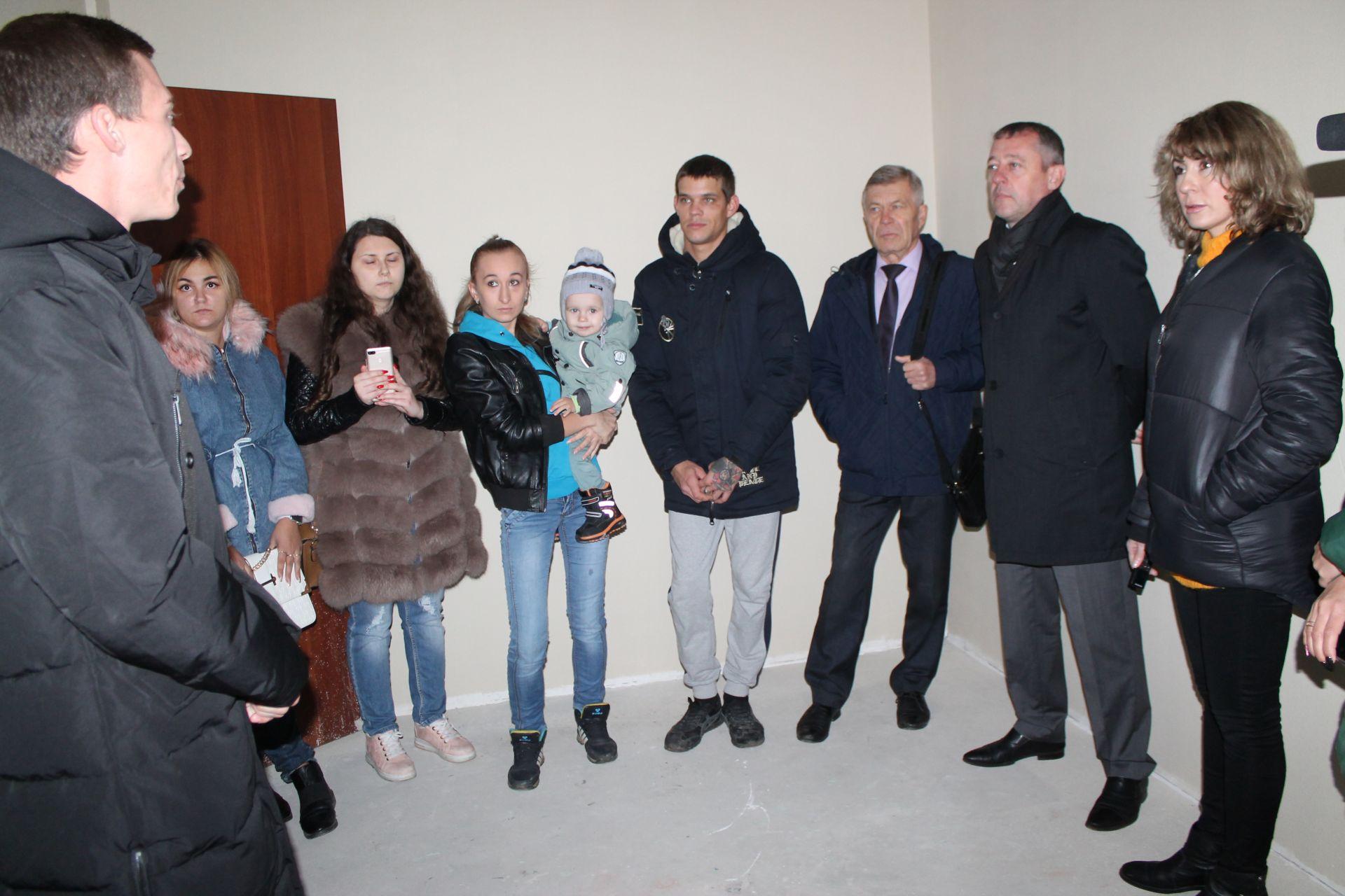 Депутатская рабочая группа посетила многоквартирные дома, на улице Пляжной