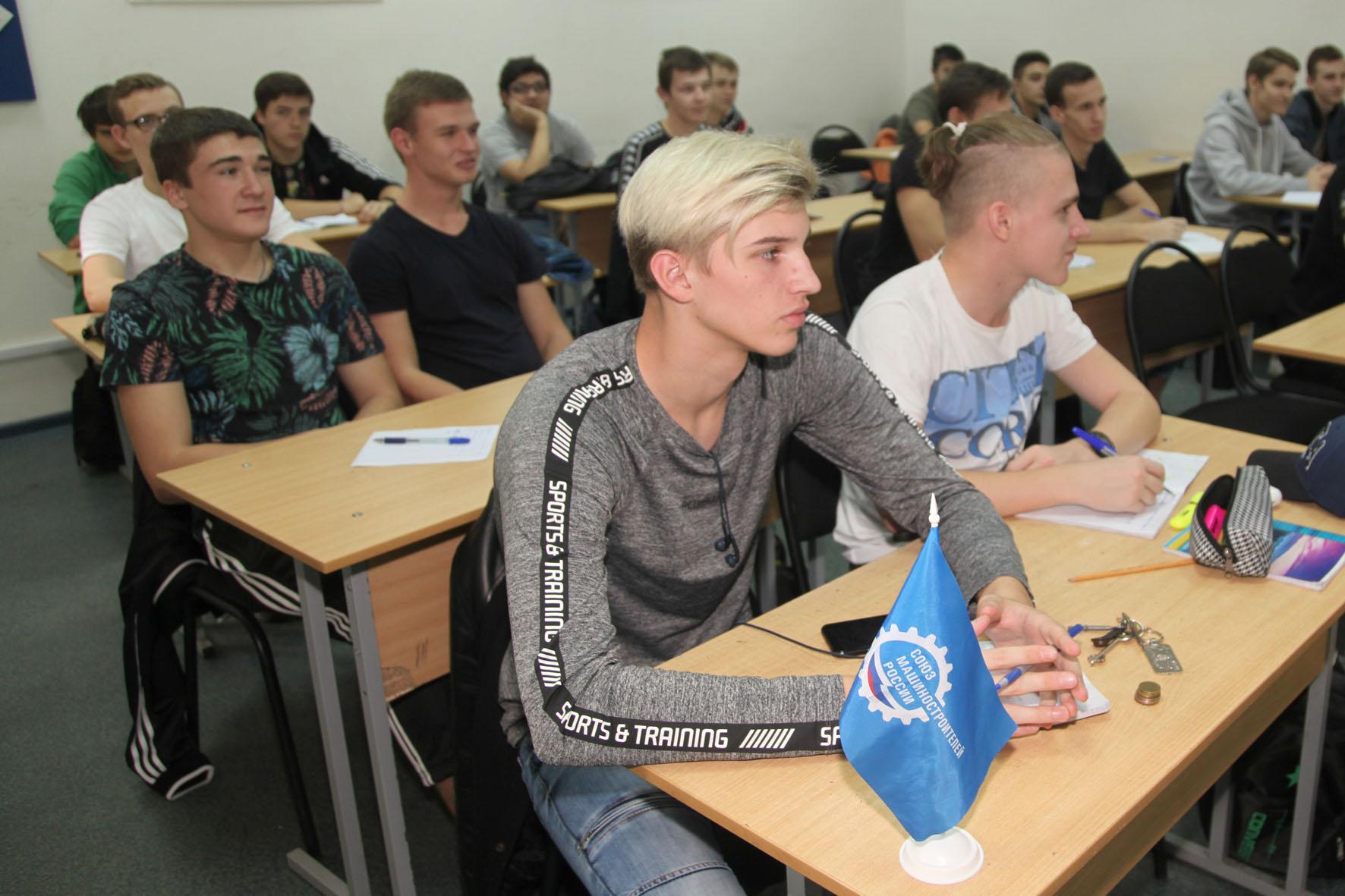 Международный язык инженера освоили политехники-первокурсники