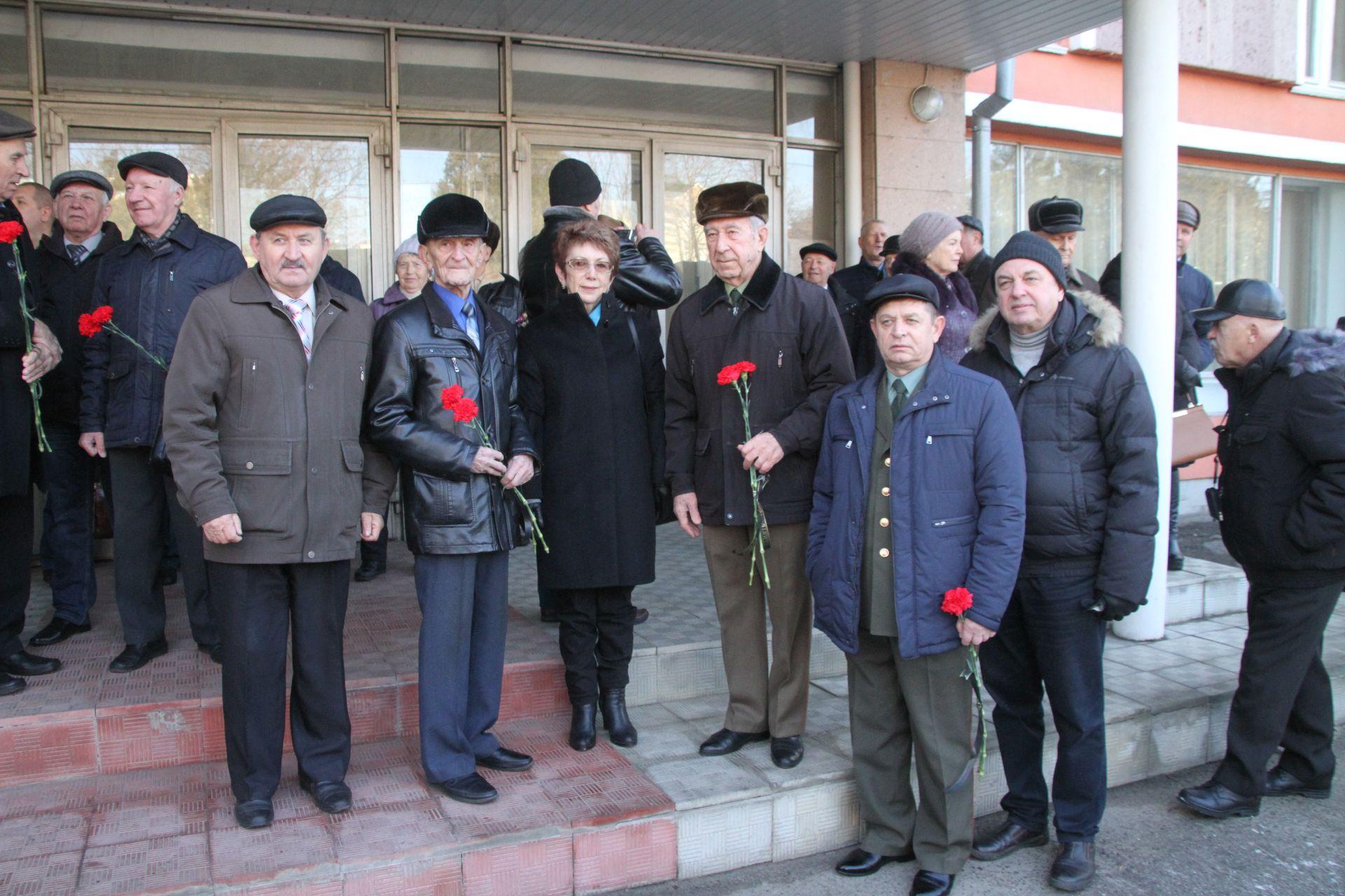 Новочеркасцы отметили 82 годовщину со дня основания училища связи