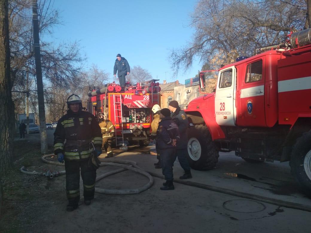 МЧС Новочеркасска эвакуировали женщину, едва не погибшую при пожаре в собственном доме