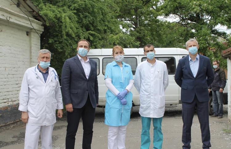 """Инфекционной больнице Новочеркасска передали наборы к чаю в рамках акции """"Спасибо врачам"""""""