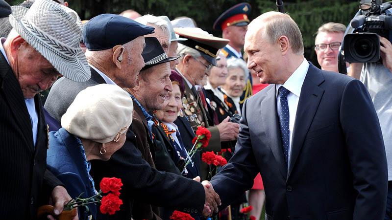 Большинство россиян одобрило предложенные Путиным меры по социальной поддержке населения