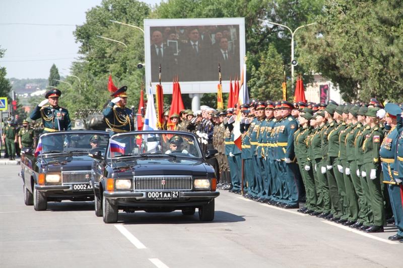 24 июня в Новочеркасске прошел военный парад войск Новочеркасского гарнизона