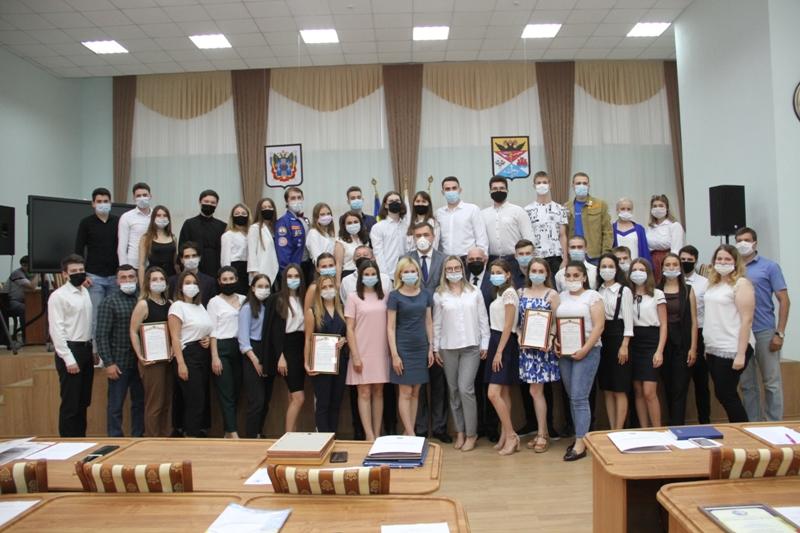 В большом зале городской Думы Новочеркасска прошло заседание Молодежного парламента 3-го созыва